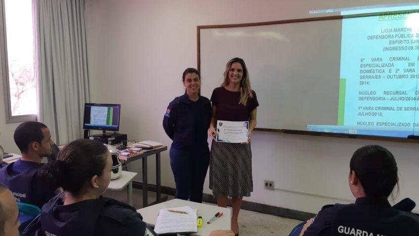 curso-de-subinspetores_dra-ligia-marchesi-recebendo-diploma_01
