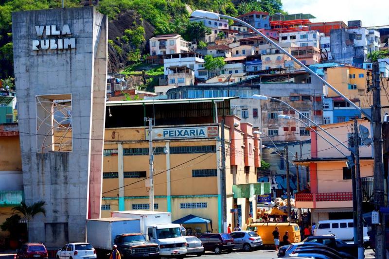 Foto de Luciana Mota para exposição fotográfica na Vila Rubim chamada CIDADE DE PALHA